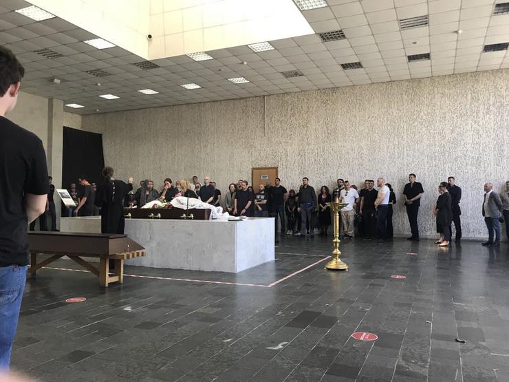 В зале собралось почти сто человек