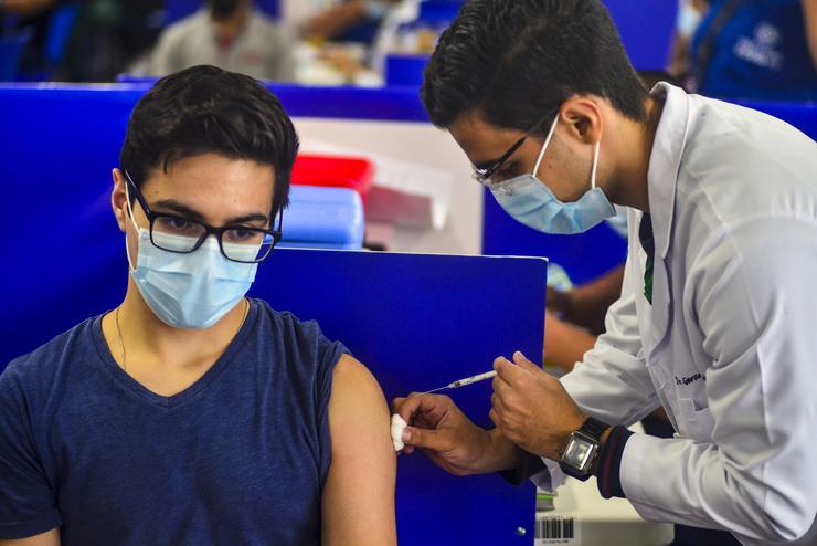 Вакцинация от коронавируса проходит по всему миру