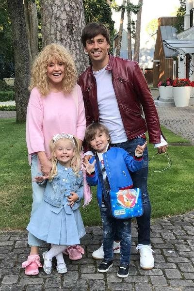 Родители планируют дать Лизе и Гарри лучшее образование