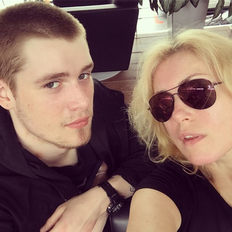 Мария Шукшина с сыном Макаром
