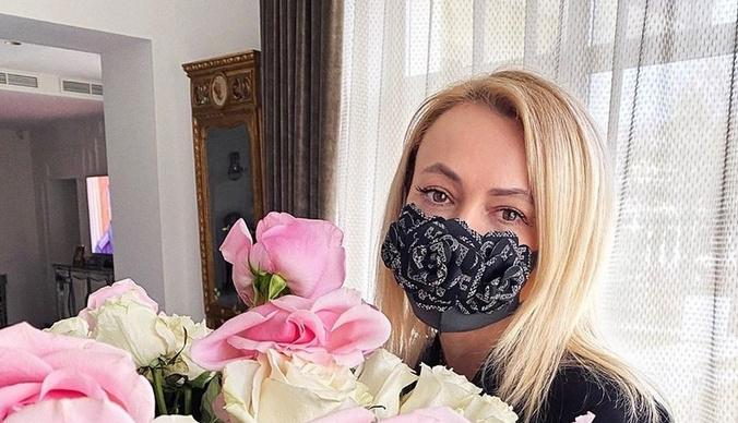 Гламур никто не отменял: какие маски носят звезды, защищаясь от коронавируса