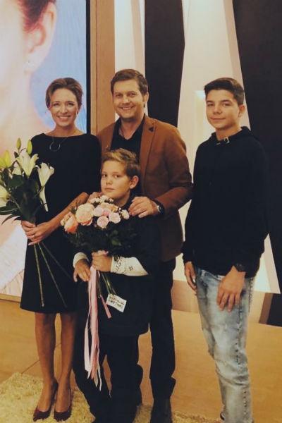 Сыновья актрисы поддержали ее во время съемок программы