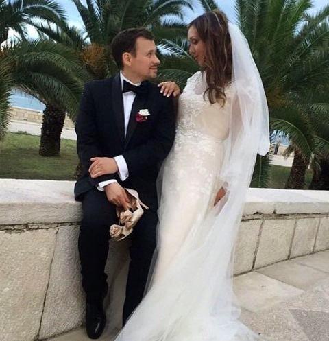 Андрей Гайдулян и Диана Очилова на побережье в Италии