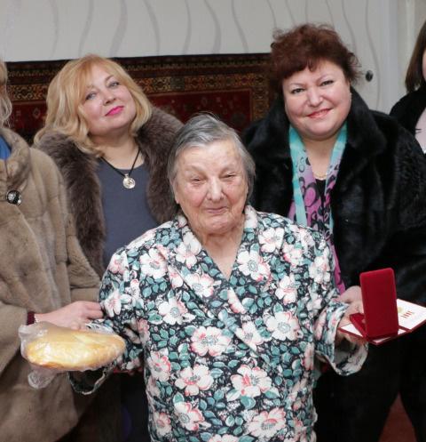 Мая Хужина (слева)