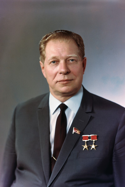 На место ЧП прибыл министр обороны Дмитрий Устинов