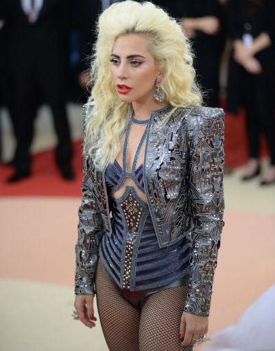 Леди Гага в костюме с боди на Met Gala