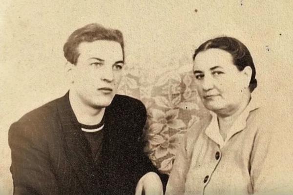 Мама поддержала желание Алексея Петренко стать актером