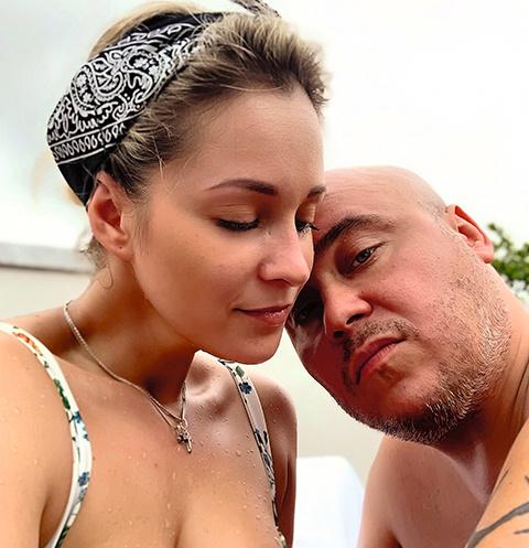 Доминик и Екатерина провели десять дней в Азии без связи