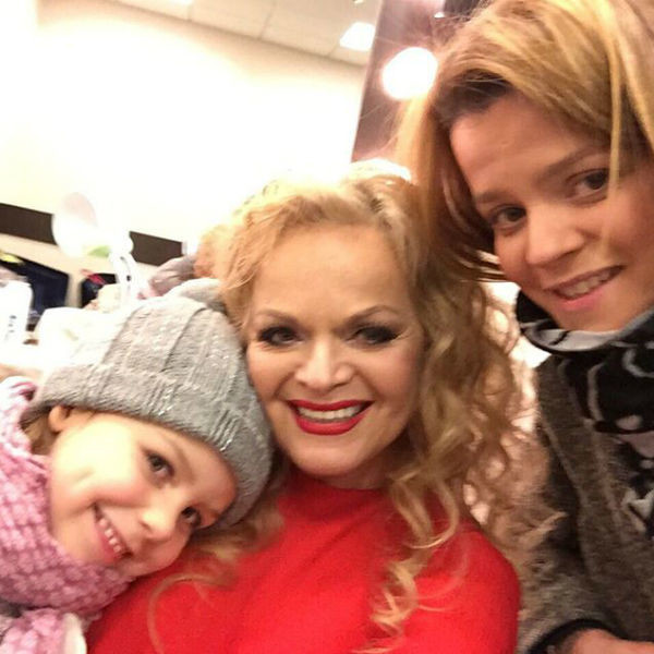 Лариса Долина с дочерью Ангелиной и внучкой Сашей