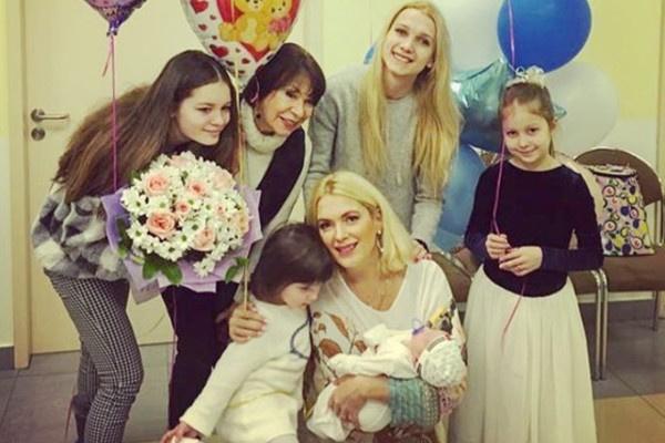 Со смертью мамы утешение Мария Порошина находит в детях