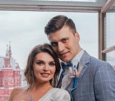Секси-платье с вырезом и голубой костюм. Свадьба Александра Энберта и его жены