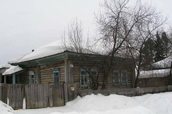 Такой дом выделили Мартенсам в Кыштовке