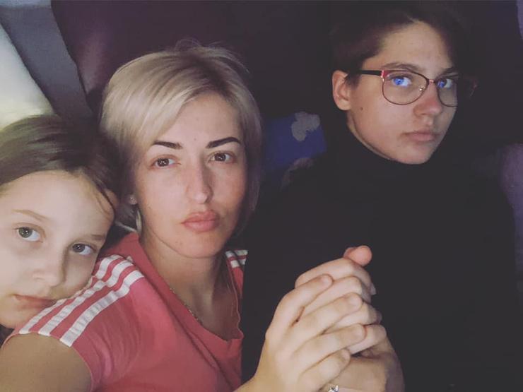 Анна с дочками Кристиной и Софой