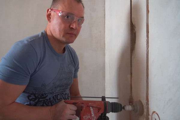 Степан делает ремонт своими силами