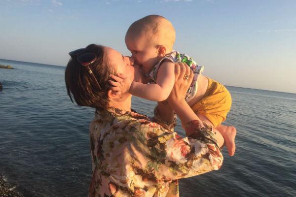 Малыш помогает маме в развитии ее проекта