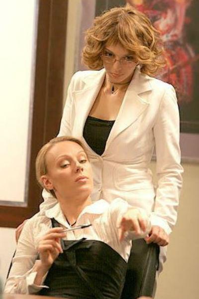 Нелли Уварова исполнила роль Кати Пушкаревой, а Ольга Ломоносова сыграла ее соперницу Киру Воропаеву
