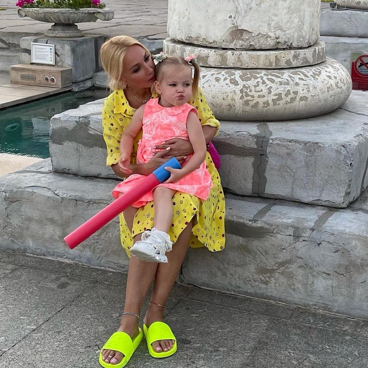 Лера Кудрявцева с дочерью Машей