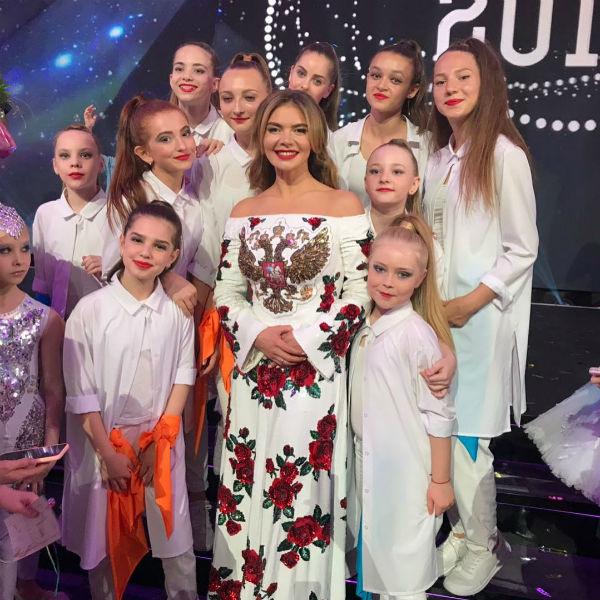 Алина Кабаева и молодые гимнастки