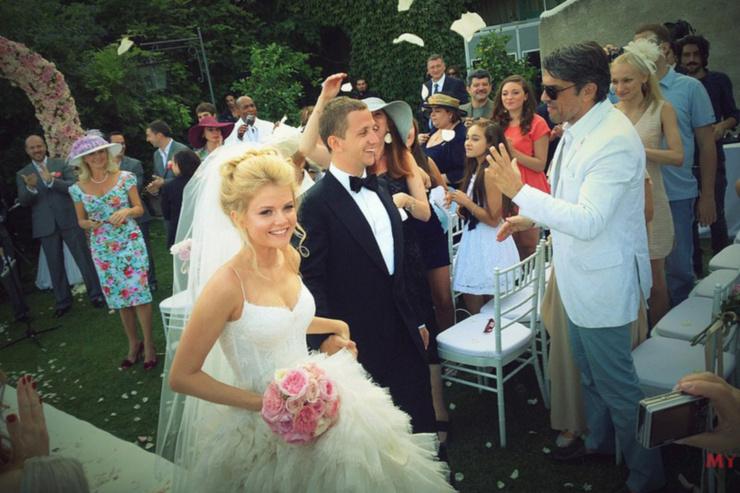 Через несколько лет после развода Эрнест женился на модели Илоне Островской.