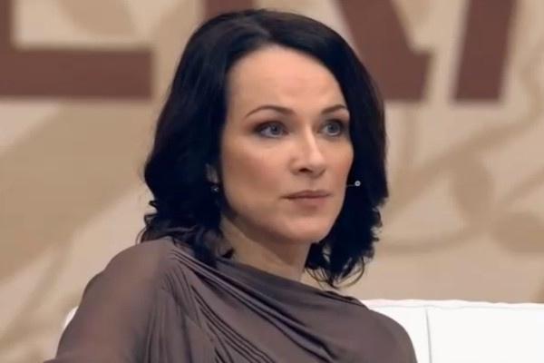 Супруга Александра Ирина всегда следует за мужем