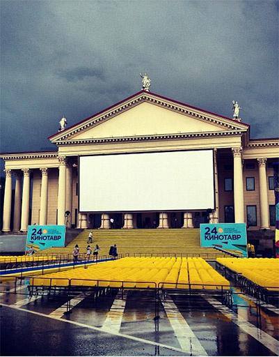 За несколько часов до открытия фестиваля Светлана Бондарчук разместила этот снимок