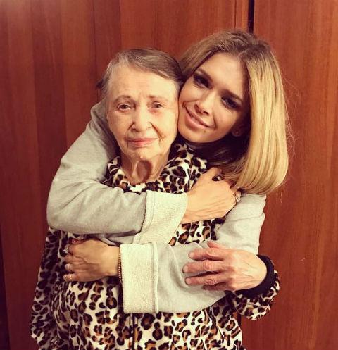 Вера Брежнева с бабушкой Верой. Родственница певицы пережила блокаду, умерла в прошлом году