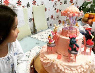 Ксения Бородина подарила дочке сказочный торт