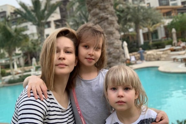 Юлия Пересильд воспитывает двух дочек
