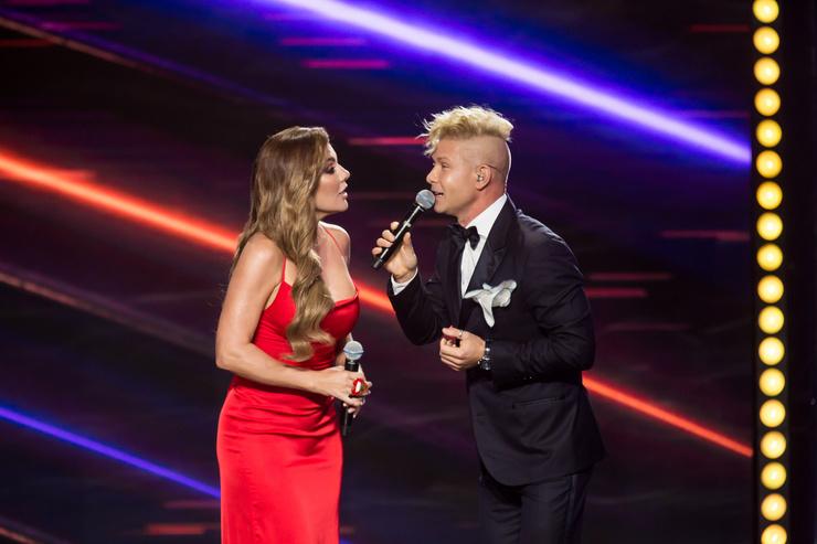 Седокова и Фомин спели «Something stupid», которую пели Николь Кидман и Роби Уильямс
