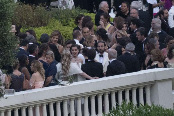 Пара поженилась 1 июня