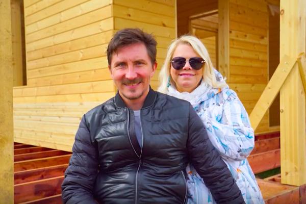 Муж актрисы поддержал ее желание построить коттеджВозлюбленный актрисы поддержал ее желание построить коттедж