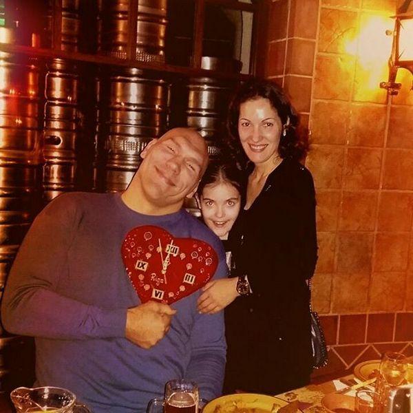 Николай Валуев с женой и дочерью