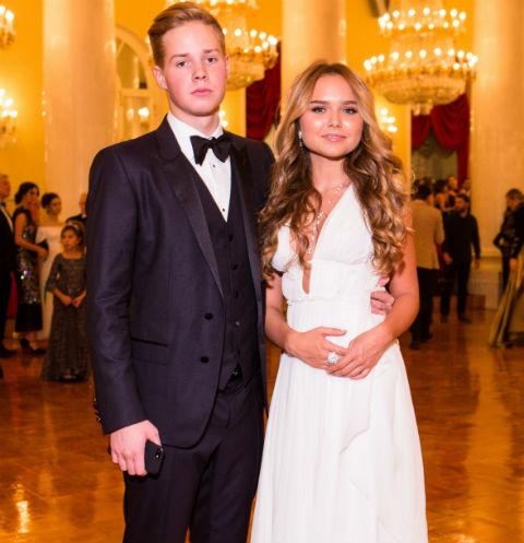 Стеша Маликова с молодым человеком Леонидом в Доме Союзов