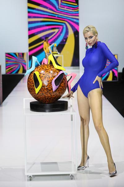 Модель и торт из коллекции «Мода на Сладости»
