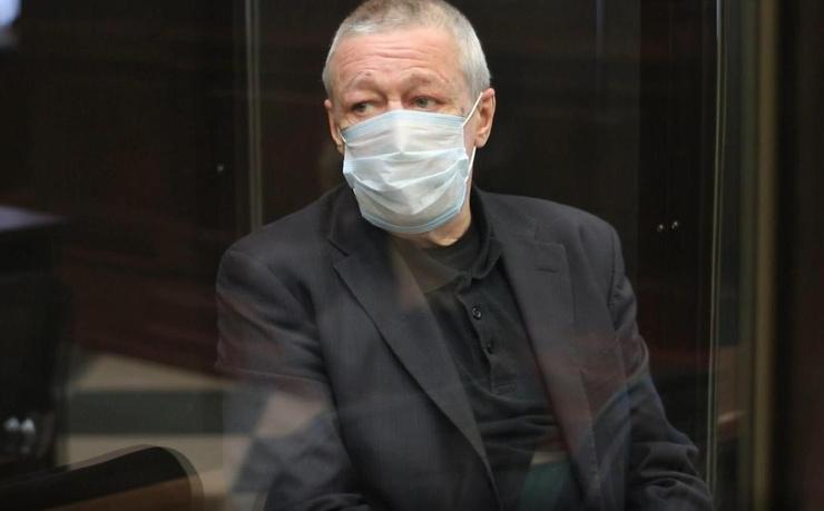 После приговора Ефремов пока содержится в той же камере СИЗО