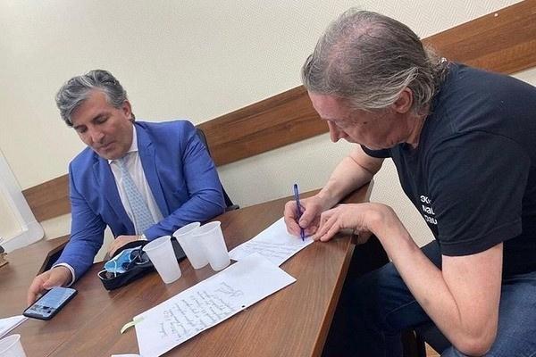 Адвокат семьи Захаровых: «Ефремов получил минимум 3 года сверху за поведение его защитника»