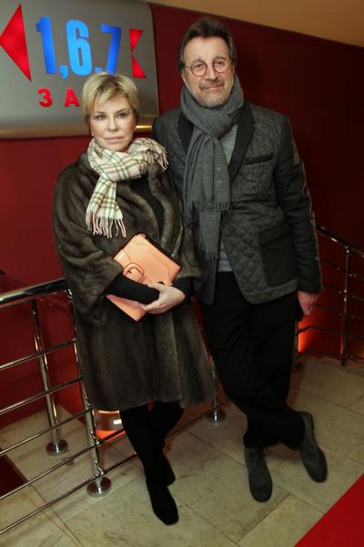 Артиста поддерживает супруга Оксана