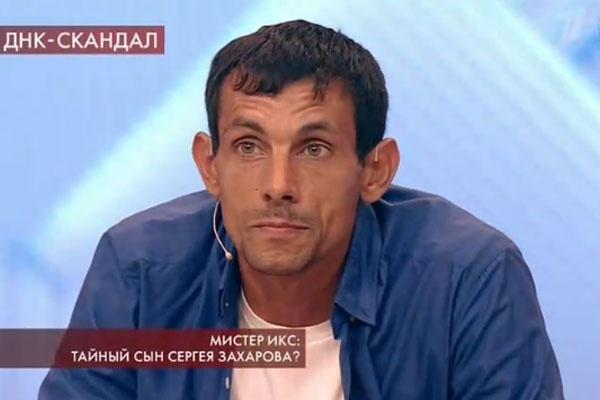 Александр Сабитов называет себя сыном Захарова