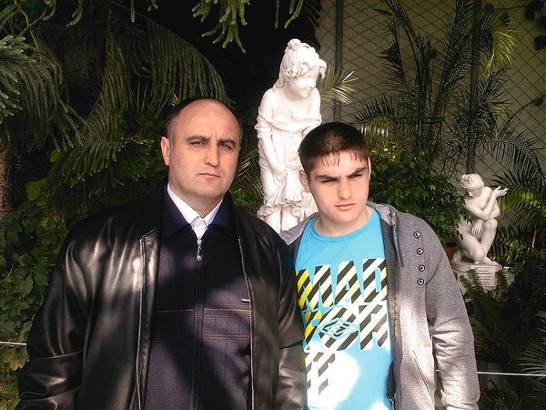 Сергей потерял старшего сына Вадима и супругу. Они остались вдвоем с младшим Владимиром