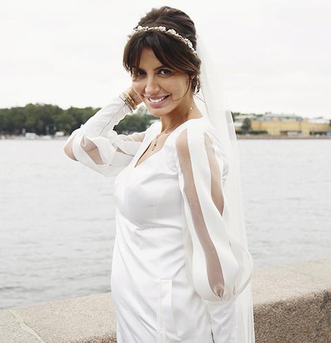Жена Андрея Аршавина продает свадебное платье за 220 тысяч