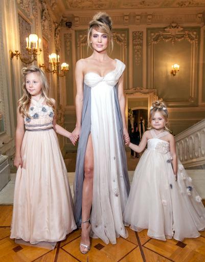 Наталья Ионова с дочерьми