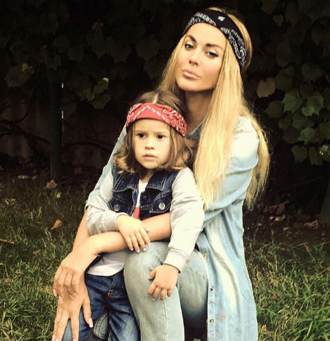 Таня Терешина познакомила ребенка с молодым бойфрендом