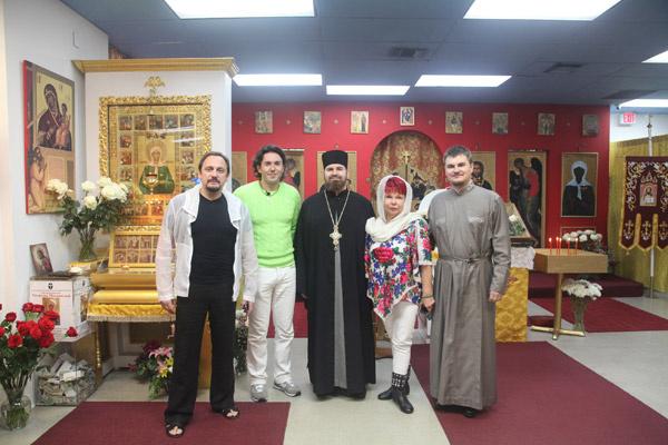 Людмила Порывай, мама  Наташи Королевой, часто  посещает службы в храме  Святой Матроны