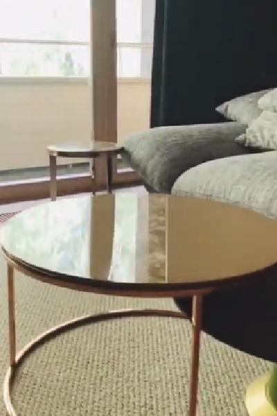 Интерьер дома Нюши выполнен в нейтральных тонах