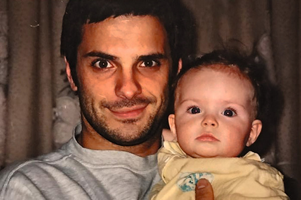 В 1998 году Астахов стал папой в первый раз: супруга Виктория подарила ему дочь Марию
