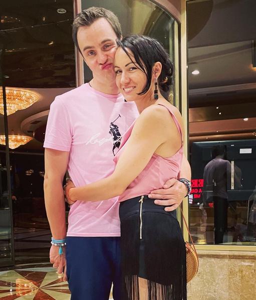 «Хотел всем нравиться»: Иван Абрамов сильно переживал из-за шутки о располневшей жене