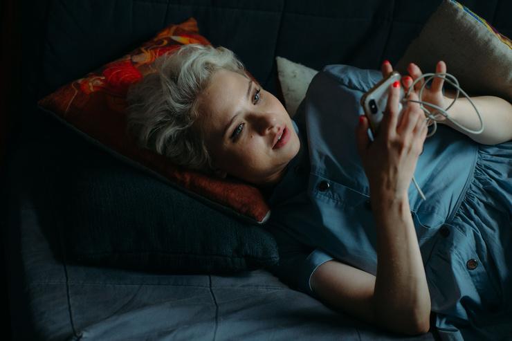 Интервью: Александра Урсуляк: «Потери, конфликты и несчастную любовь можно пережить, если у тебя есть поддержка дома» – фото №7