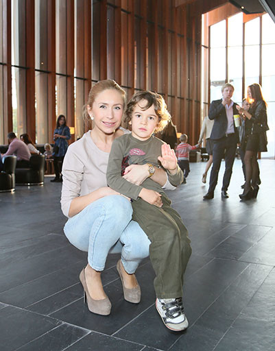 Фигуристка Анастасия Гребенкина с сыном Иваном