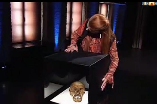 Мэрилин Керро посоветовала ученому немедленно закопать череп йетти
