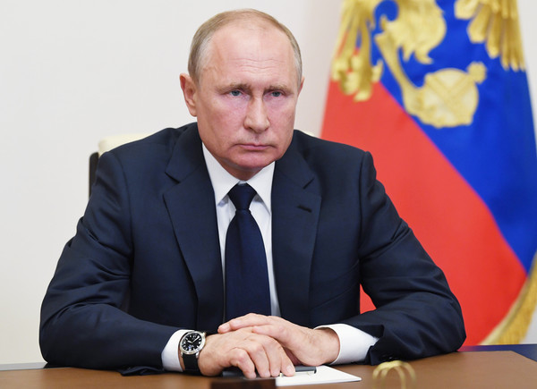 Президент считает особенно важным проследить, чтобы коронавирус не помешал обучению школьников и студентов